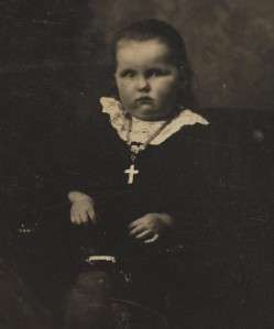 1800 CHILD KID LITTLE GIRL WITH CROSS RELIGIOUS TINTYPE